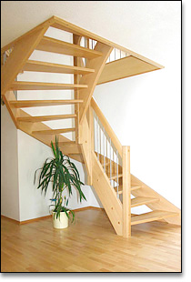 gewundene treppen lang holztreppen aus hringen. Black Bedroom Furniture Sets. Home Design Ideas